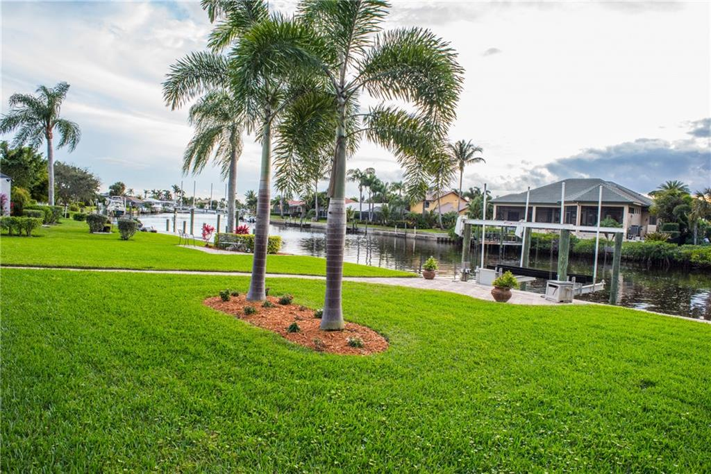 YACHT & COUNTRY CLUB STUART REALTY