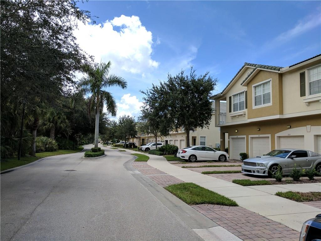 LEXINGTON LAKES CONDO REALTY