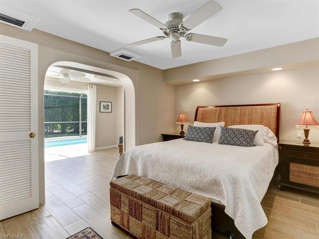 image 11 of 844 8th ST SNaples FL 34102