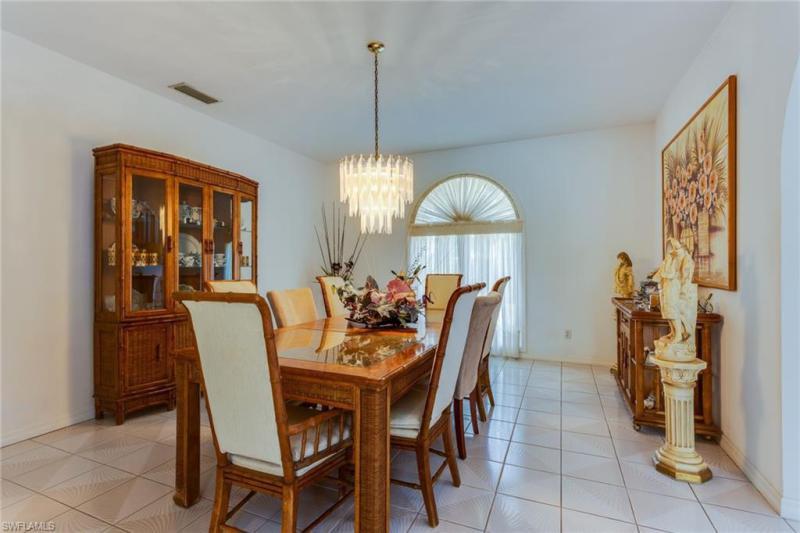 1607 Crayton Rd, Naples, Fl 34102