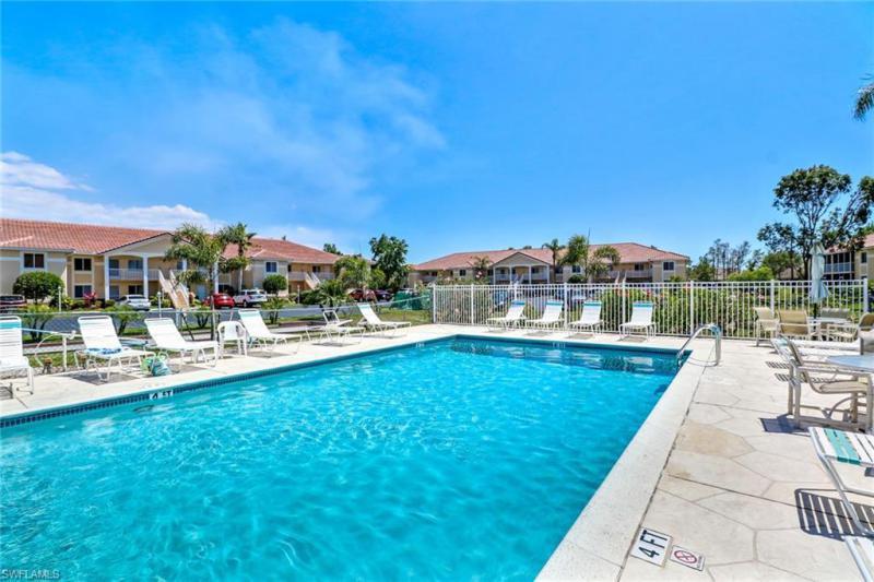 208 Furse Lakes D-11, Naples, FL, 34104