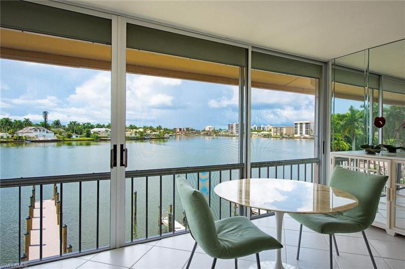 Harbour DR, Naples, Florida