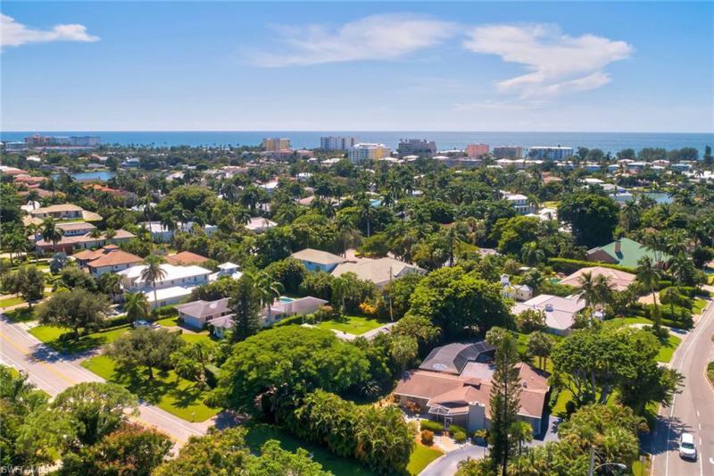 2121  Crayton,  Naples, FL