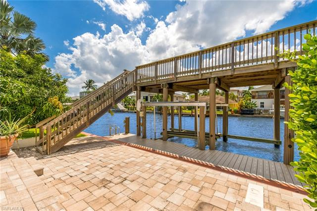 270 Tradewinds Ave, Naples, Fl 34108