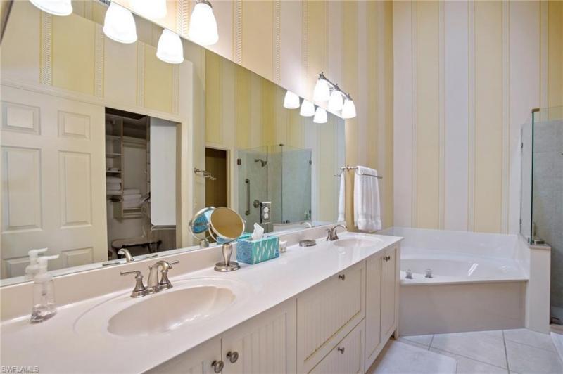 112 Water Oaks N-112, Naples, FL, 34105