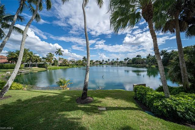 656 W Palm Cir, Naples, Fl 34102