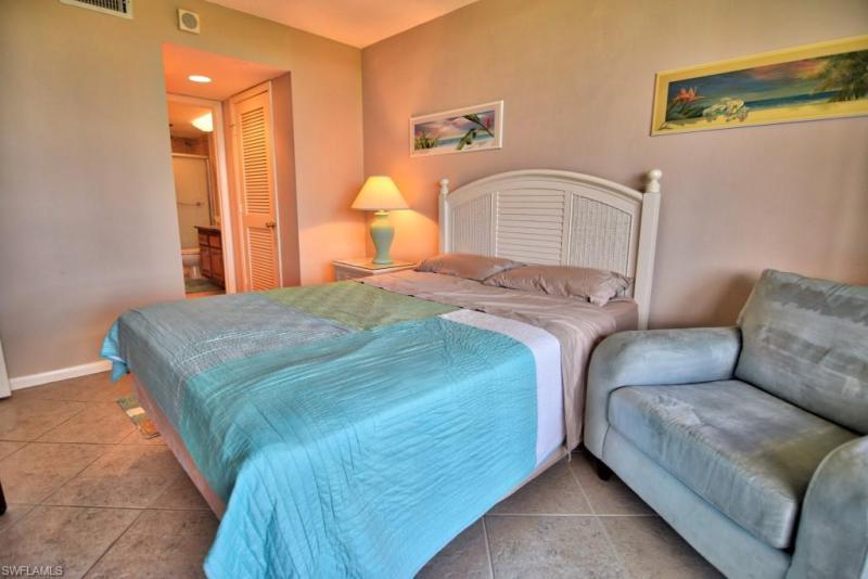 17 Bluebill Ave #103, Naples, Fl 34108
