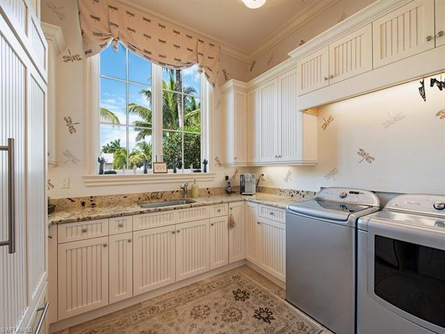150 S 5th Ave, Naples, Fl 34102