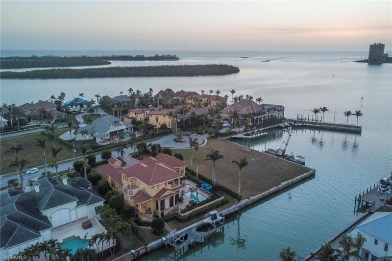 1588 Shores Ct, Marco Island, Fl 34145