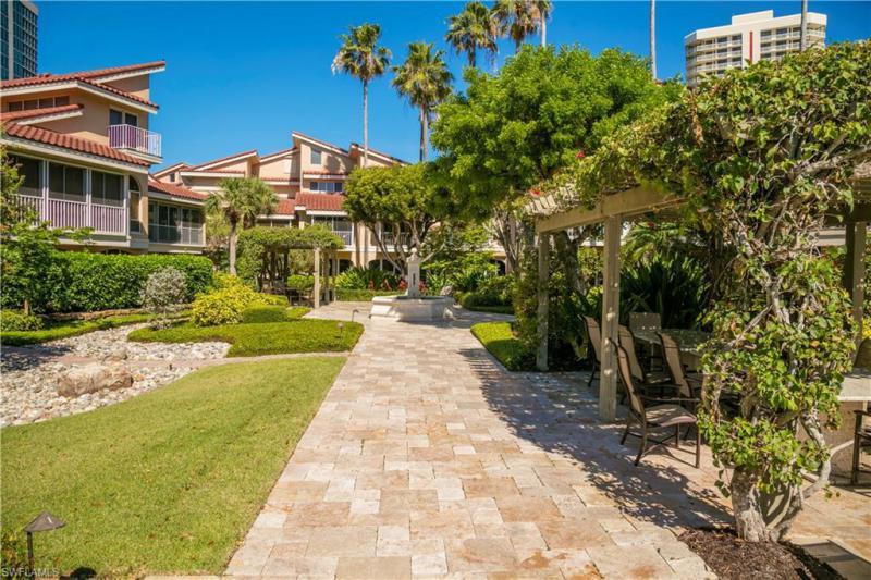4733 Villa Mare Ln #26.3, Naples, Fl 34103