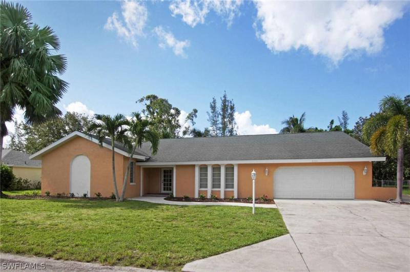 8501  Yorkshire,  Fort Myers, FL