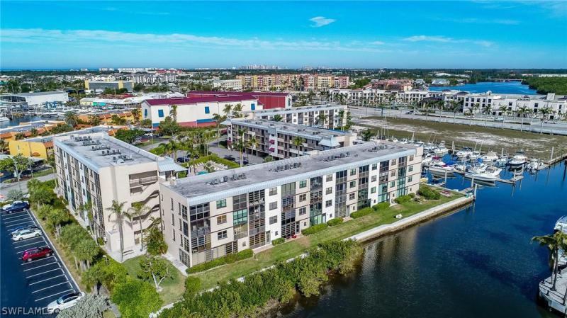 803 River Point Dr 304b NAPLES  34102