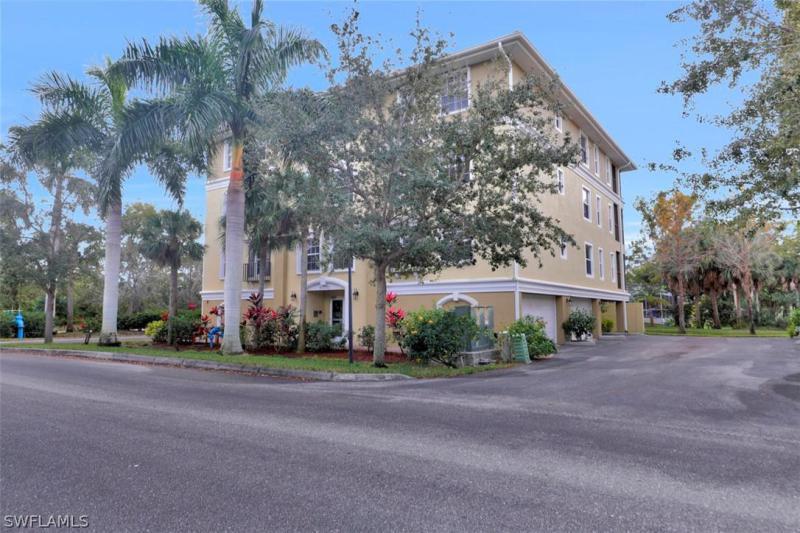 10011 Lake Cove 202, Fort Myers, FL, 33908