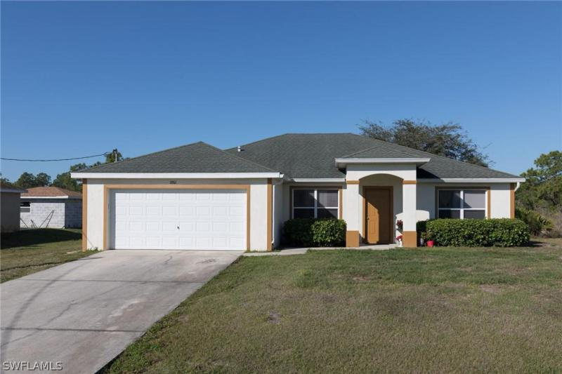 117  Robert AVE, Lehigh Acres, FL 33936-