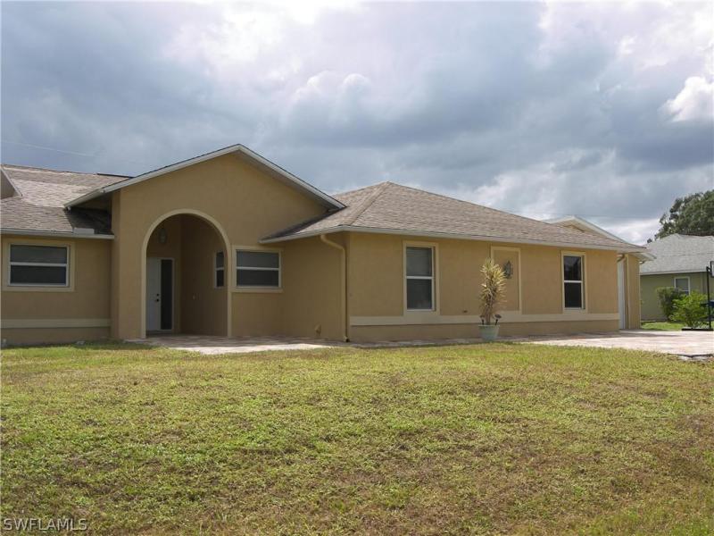 8396  Bahamas,  Fort Myers, FL