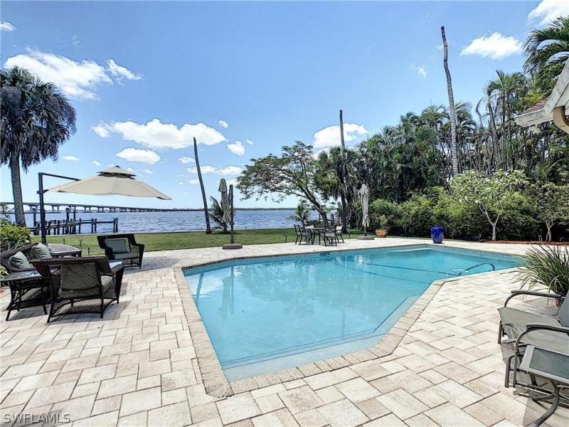 4113 W Riverside,  Fort Myers, FL