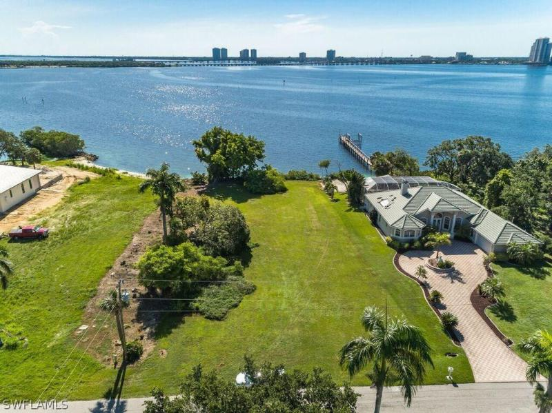 726 Overriver, North Fort Myers, FL, 33903