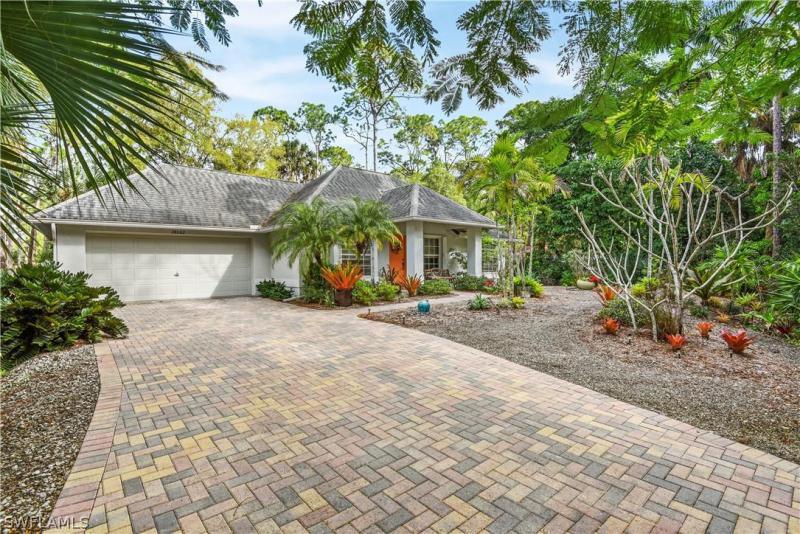 Oak, Bonita Springs, Florida