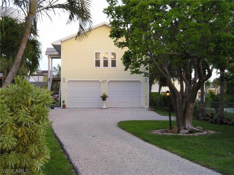 151  Matanzas ST, Fort Myers Beach, FL 33931-