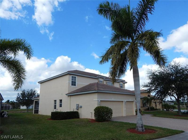 2740  Blue Cypress Lake CT, Cape Coral, FL 33909-