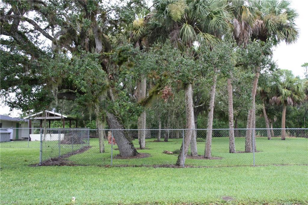 2103  Roosevelt AVE, Alva, FL 33920-