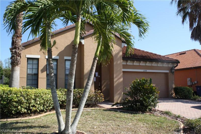 11908  Country Day CIR, Fort Myers, FL 33913-