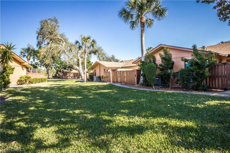 6347 Royal Woods Dr, Fort Myers, Fl 33908