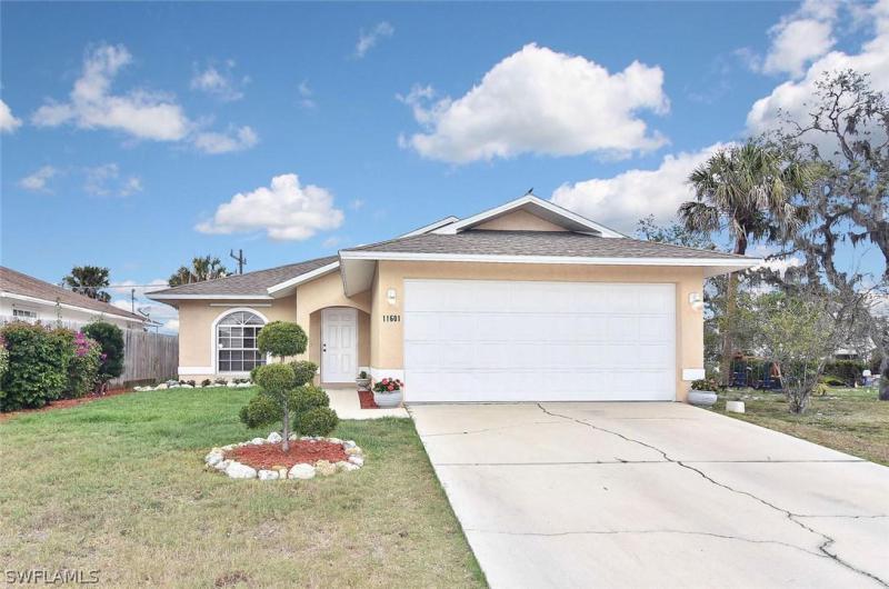11608  Saunders AVE, Bonita Springs, FL 34135-