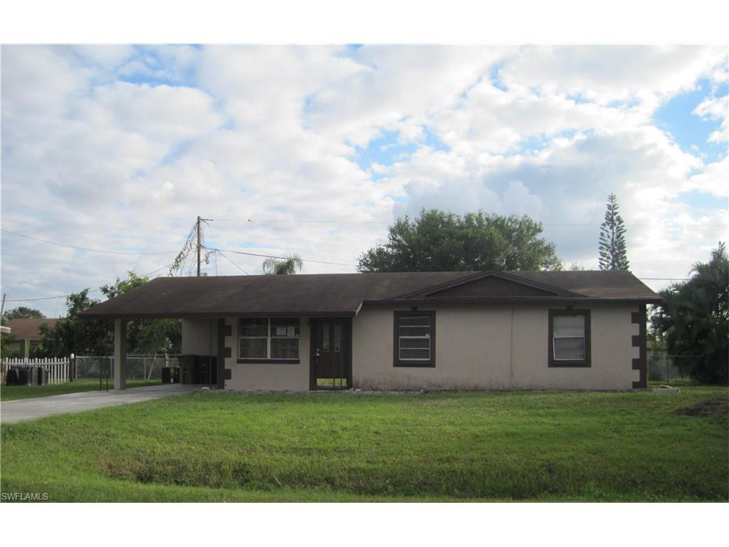 203  Oaklawn CT, Lehigh Acres, FL 33936-