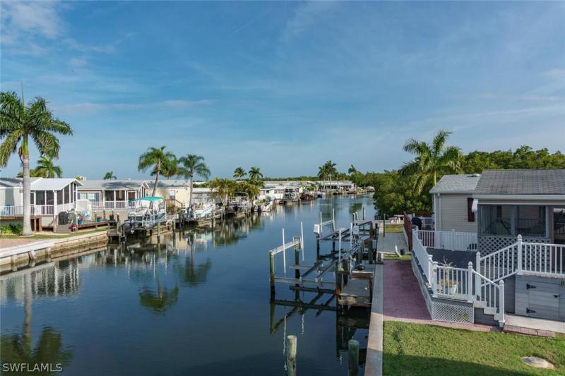 11281  Azalea LN, Fort Myers Beach, FL 33931-