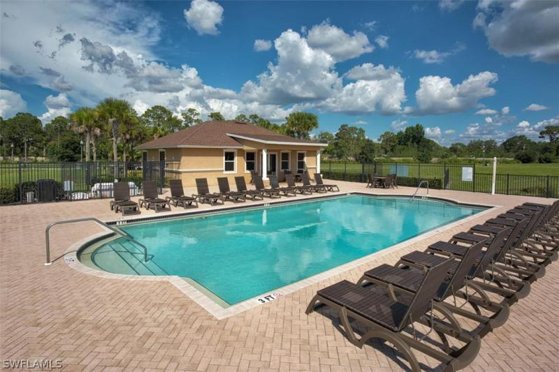 6390 Brant Bay 107, North Fort Myers, FL, 33917