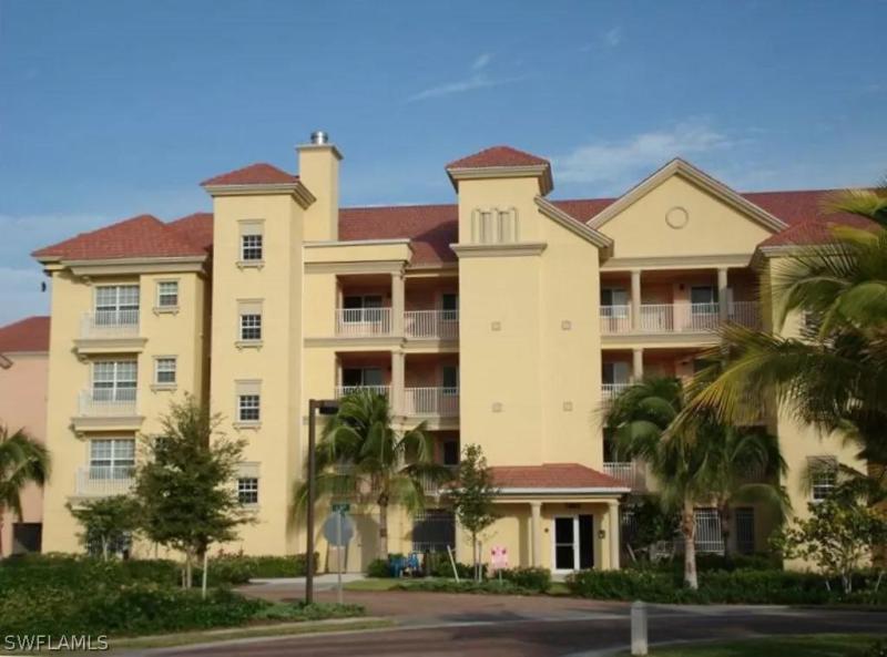 7461 Bella Lago Dr #221, Fort Myers Beach, Fl 33931