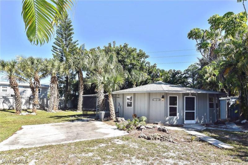 72  Cortez WAY, Fort Myers Beach, FL 33931-