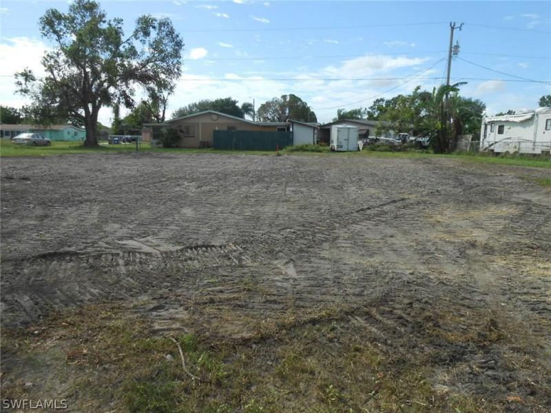 617  Eighth AVE, Lehigh Acres, FL 33972-