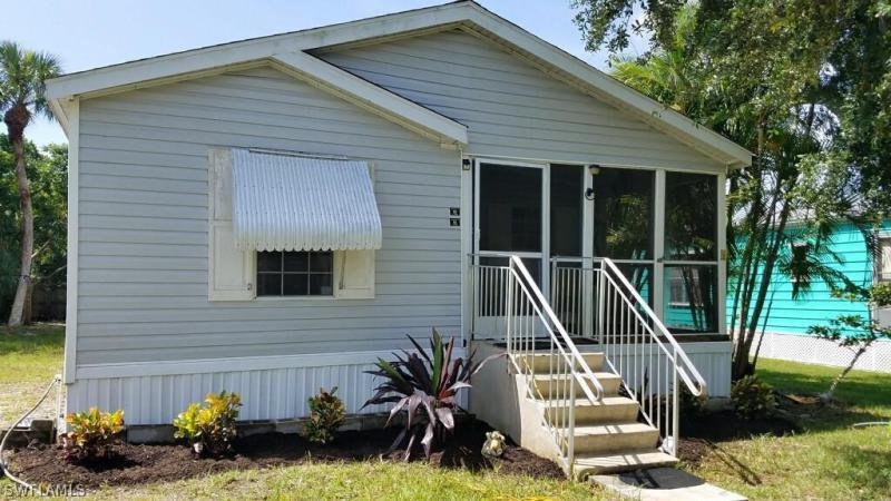 7647  Carpenter RD, Bokeelia, FL 33922-