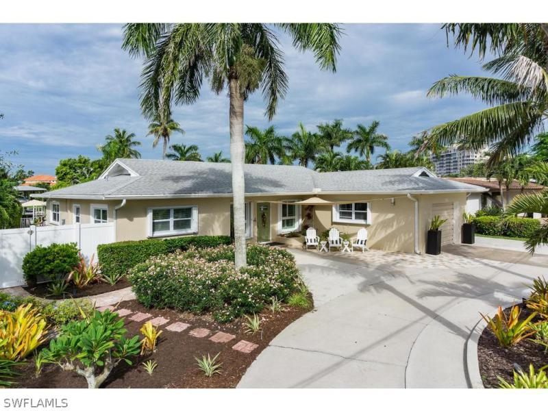 121  Sand Dollar DR, Fort Myers Beach, FL 33931-
