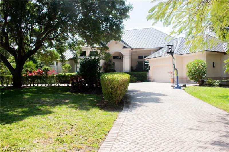 2806 Valencia Way, Fort Myers, Fl 33901