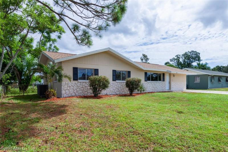 18566 S Wisteria RD, Fort Myers, FL 33967-