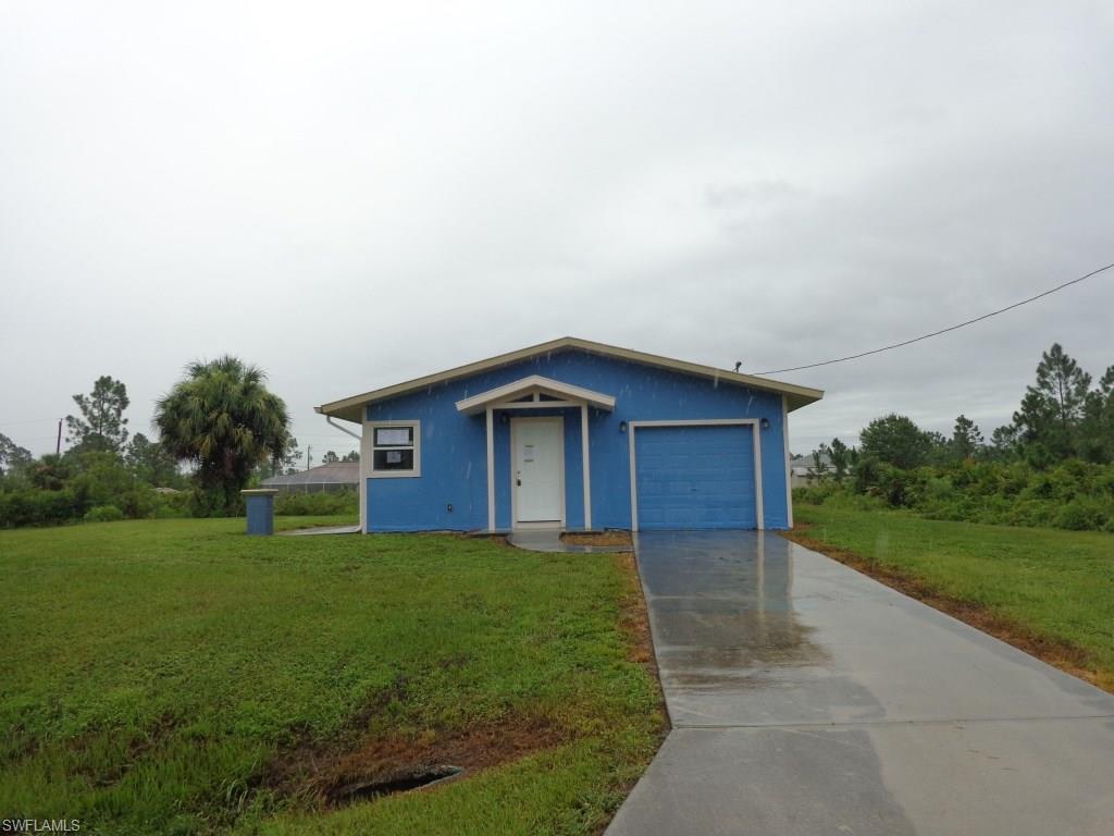 10483  Beacon Square CIR, Lehigh Acres, FL 33936-