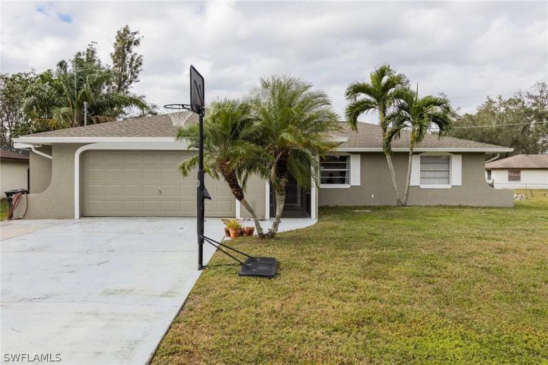 8184  Anhinga RD, Fort Myers, FL 33967-