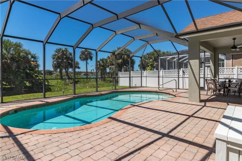 9789  Gladiolus Bulb LOOP, Fort Myers, FL 33908-
