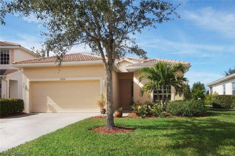 2596  Deerfield Lake CT, Cape Coral, FL 33909-