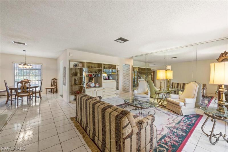 2336 Kent AVE Fort Myers, FL 33907 photo 2