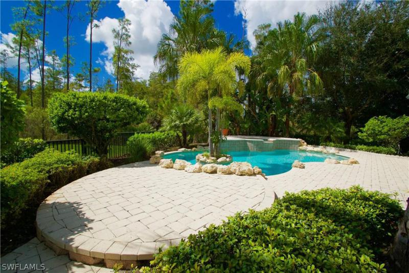 11180 Sand Pine CT, Fort Myers, FL 33913