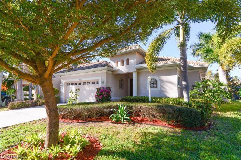 9680 Las Casas DR Fort Myers, FL 33919 photo 2