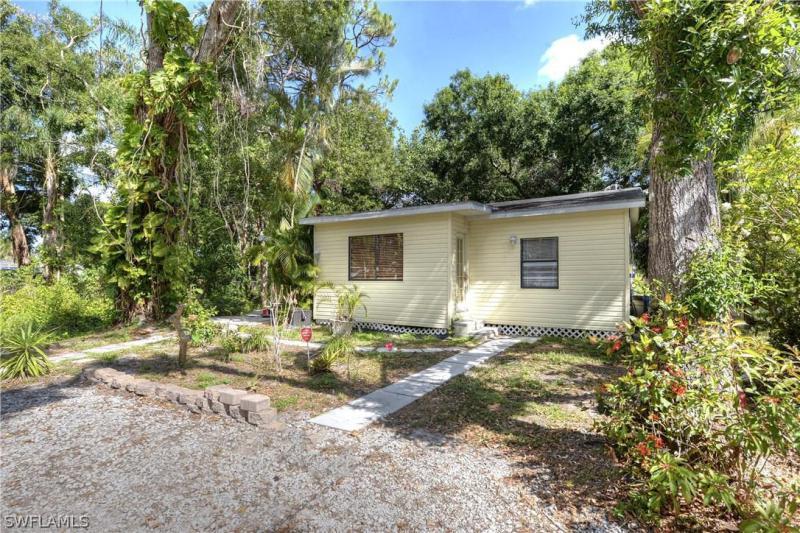 27850  Old Seaboard RD, Bonita Springs, FL 34135-