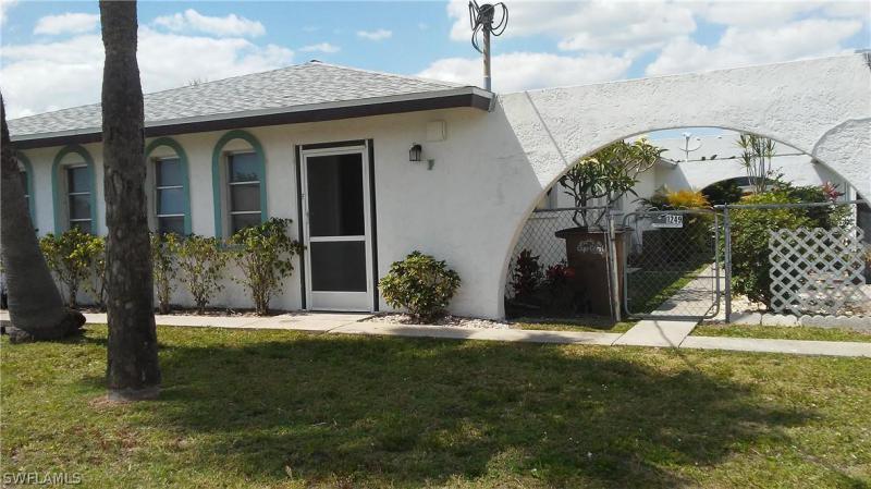 1716 SE 20th LN, Cape Coral, FL 33990-