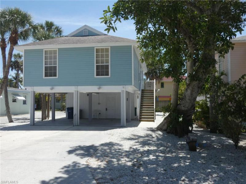 Photo of Lynns Highland Park 130 Madison in Fort Myers Beach, FL 33931 MLS 217008959