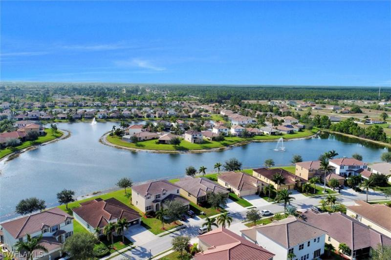 3016  Lake Manatee CT, Cape Coral, FL 33909-