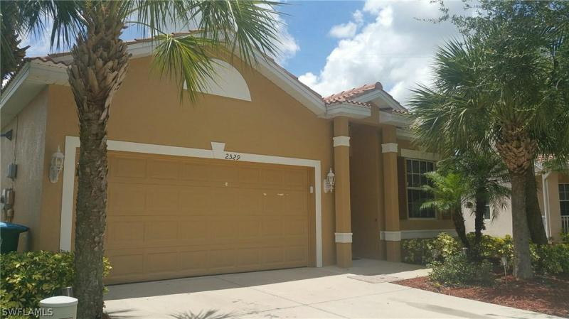 2472  Keystone Lake DR, Cape Coral, FL 33909-
